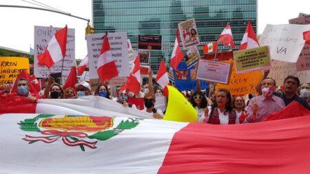 Centenar de manifestantes denuncia un presunto fraude en Perú ante la ONU