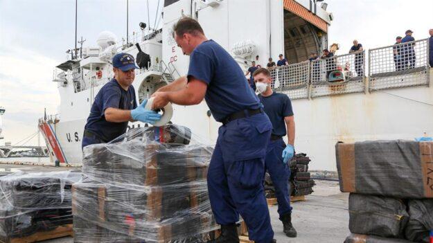 Las autoridades de EE.UU. hallan en el mar 1.2 millones de dólares en cocaína