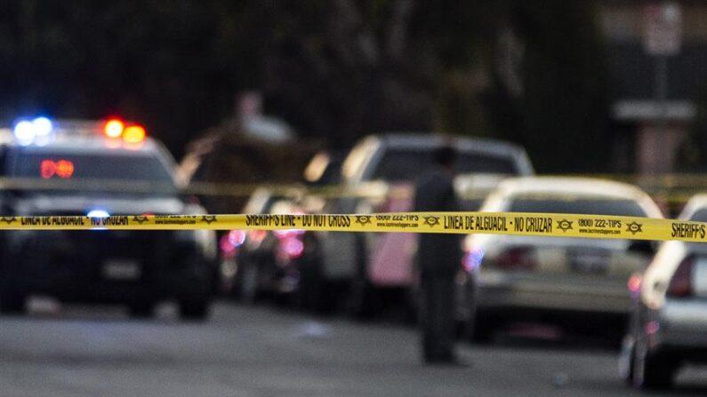 Tres personas, incluido el agresor y un menor de edad, murieron este jueves 10 de junio en un tiroteo en un supermercado de Royal Palm Beach, informó la Oficina del Alguacil del Condado Palm Beach, en Florida (EE.UU.). EFE/Etienne Laurent/Archivo