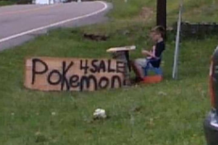Niño vende sus cartas de Pokémon para pagar tratamiento de su perro y recibe ayuda de la comunidad