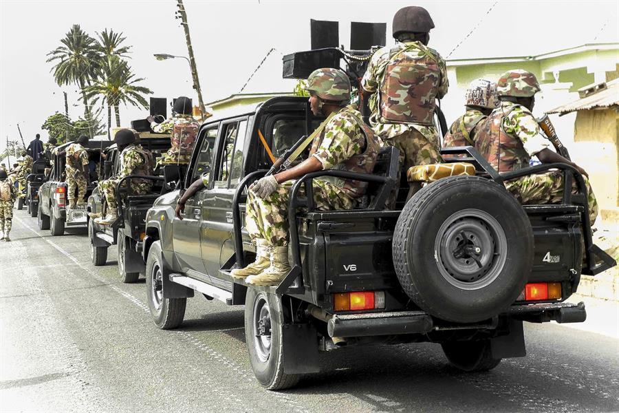 Escapan 575 prisioneros tras atacar hombres armados una cárcel en Nigeria