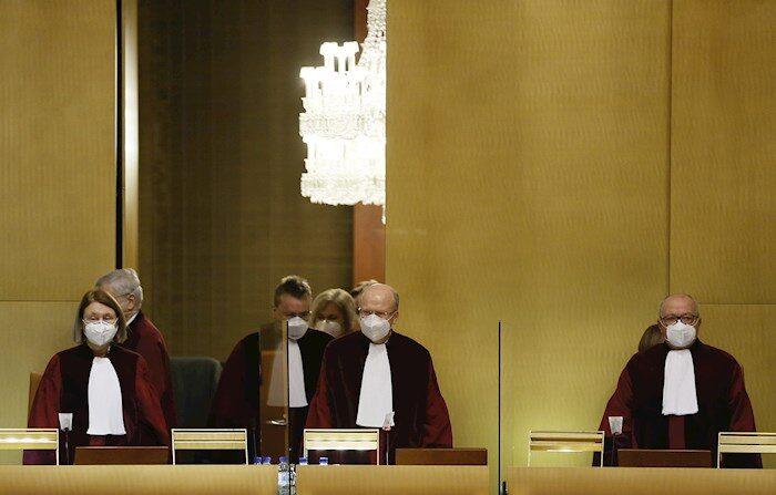 Jueces del Tribunal de Justicia de la UE, en una vista en Luxemburgo, 22 de junio de 2021. (EFE/EPA/JULIEN WARNAND/Archivo)