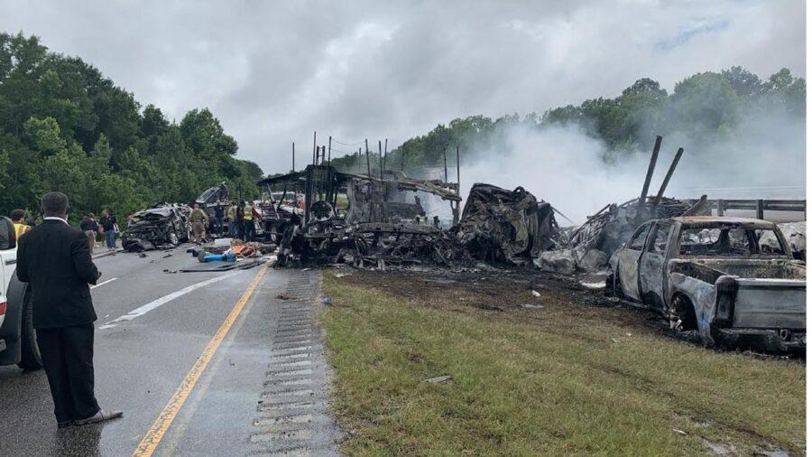 Mueren un padre de Tennessee, su bebé y otros 8 niños en choque múltiple en Alabama