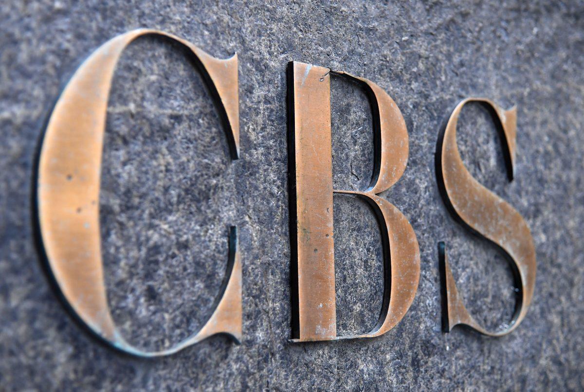 Despiden a reportera de CBS tras compartir retórica provacunas de la cadena mediante Project Veritas