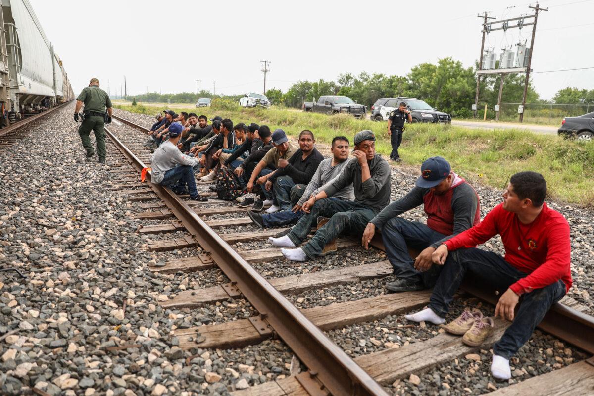 Texas: Inmigrantes ilegales se arriesgan a cruzar la frontera en trenes