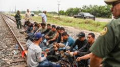 Texas demanda a la administración Biden por liberar a inmigrantes ilegales infectados con COVID-19