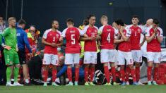 Jugador de Dinamarca se desploma durante un partido de la Eurocopa