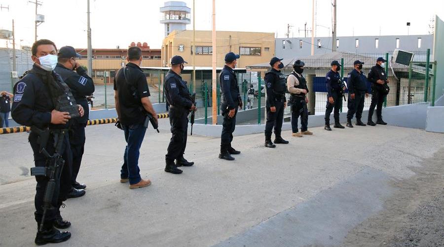 Reportan 6 muertos y 9 heridos tras motín en penal del sureste de México