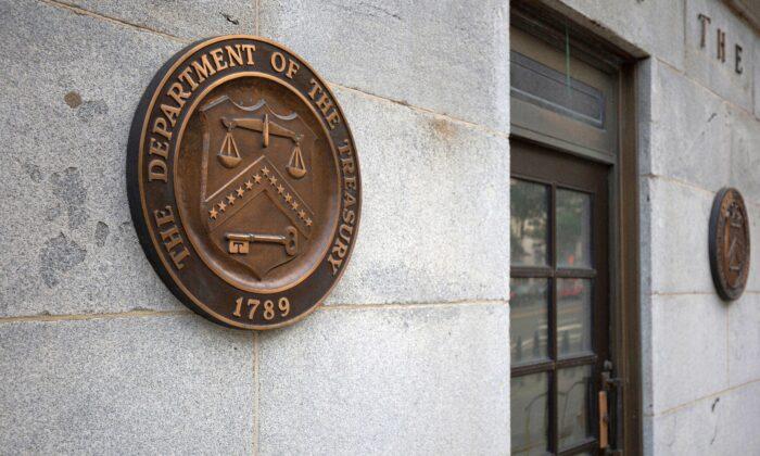 Condenan a prisión a exfuncionario del Tesoro por filtraciones relacionadas a investigación de Mueller