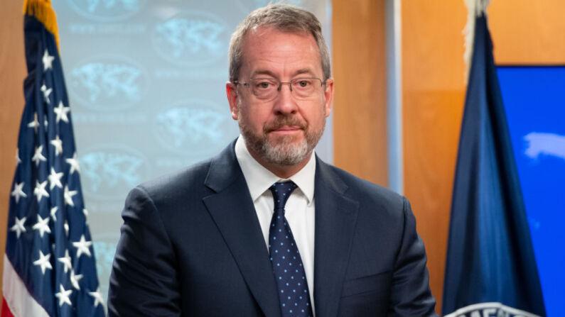 El encargado de las relaciones de EE. UU. con Venezuela, James Story, ofrece una rueda de prensa en el Departamento de Estado de EE. UU. en Washington, D.C., el 20 de diciembre de 2019. (Saul Loeb/AFP vía Getty Images)
