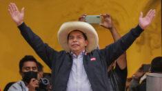 Pedro Castillo se mantiene adelante en elecciones de Perú, al 95.5 % de votos