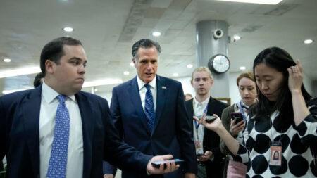 Grupo bipartidista del Senado dice que llegó a un acuerdo sobre el plan de infraestructura