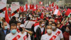 Partidarios de Castillo y Fujimori marchan a la espera del resultado electoral de Perú