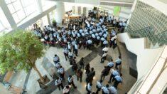"""""""Vandalismo vergonzoso"""": Legisladores y gobiernos denuncian redada policial en periódico de Hong Kong"""