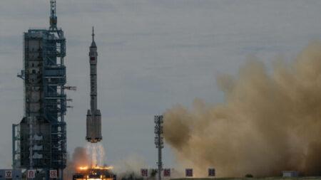 Avance del programa espacial chino deja a EEUU vulnerable en caso de guerra espacial, según experto