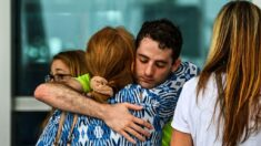 """""""Corrimos antes de que se derrumbe"""": Familia sobreviviente relata su escape del Champlain Tower"""