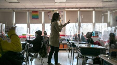 Junta de Educación de Florida vota para prohibir la teoría crítica de la raza en escuelas públicas