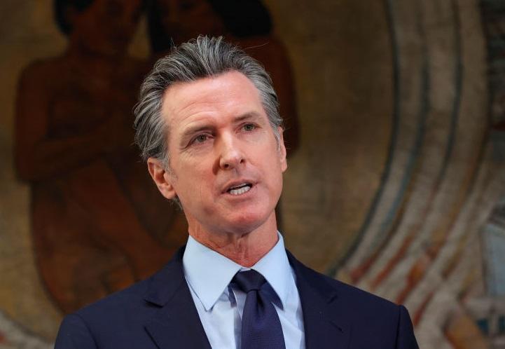 Gobernador de California promulga leyes destinadas a garantizar el acceso al aborto
