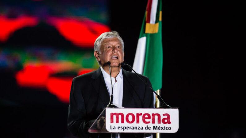 Andrés Manuel López Obrador, entonces candidato a la presidencia de México por el Partido Morena habla durante el evento final de la campaña presidencial 2018, en el Estadio Azteca, el 27 de junio de 2018 en la Ciudad de México, México. (Foto de Manuel Velásquez/Getty Images)