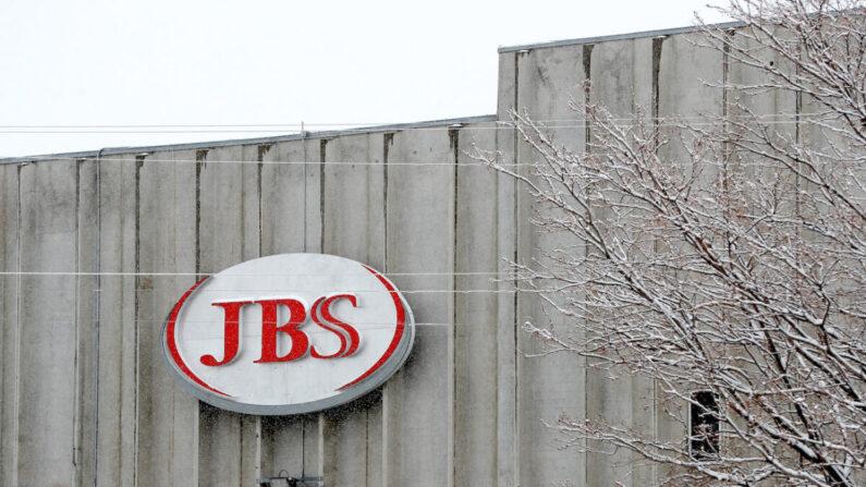 Una planta de empacado de carne de JBS en Greeley, Colorado, el 16 de abril de 2020. (Matthew Stockman/Getty Images)