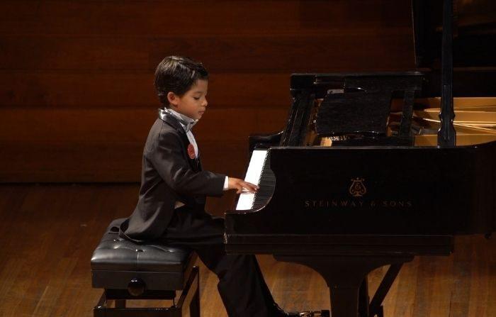 Juan Miguel en el concurso Carmel Klavier en Bogotá, el 16 de febrero de 2020. (Foto de Valentina Martínez)