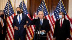 """McConnell califica proyecto de ley electoral de demócratas como una """"toma de control"""" federal"""