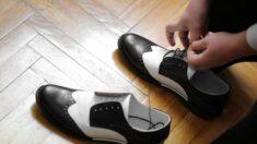 Taxista brasileño se quita los zapatos y se los regala a un anciano descalzo. Los pasajeros lo grabaron