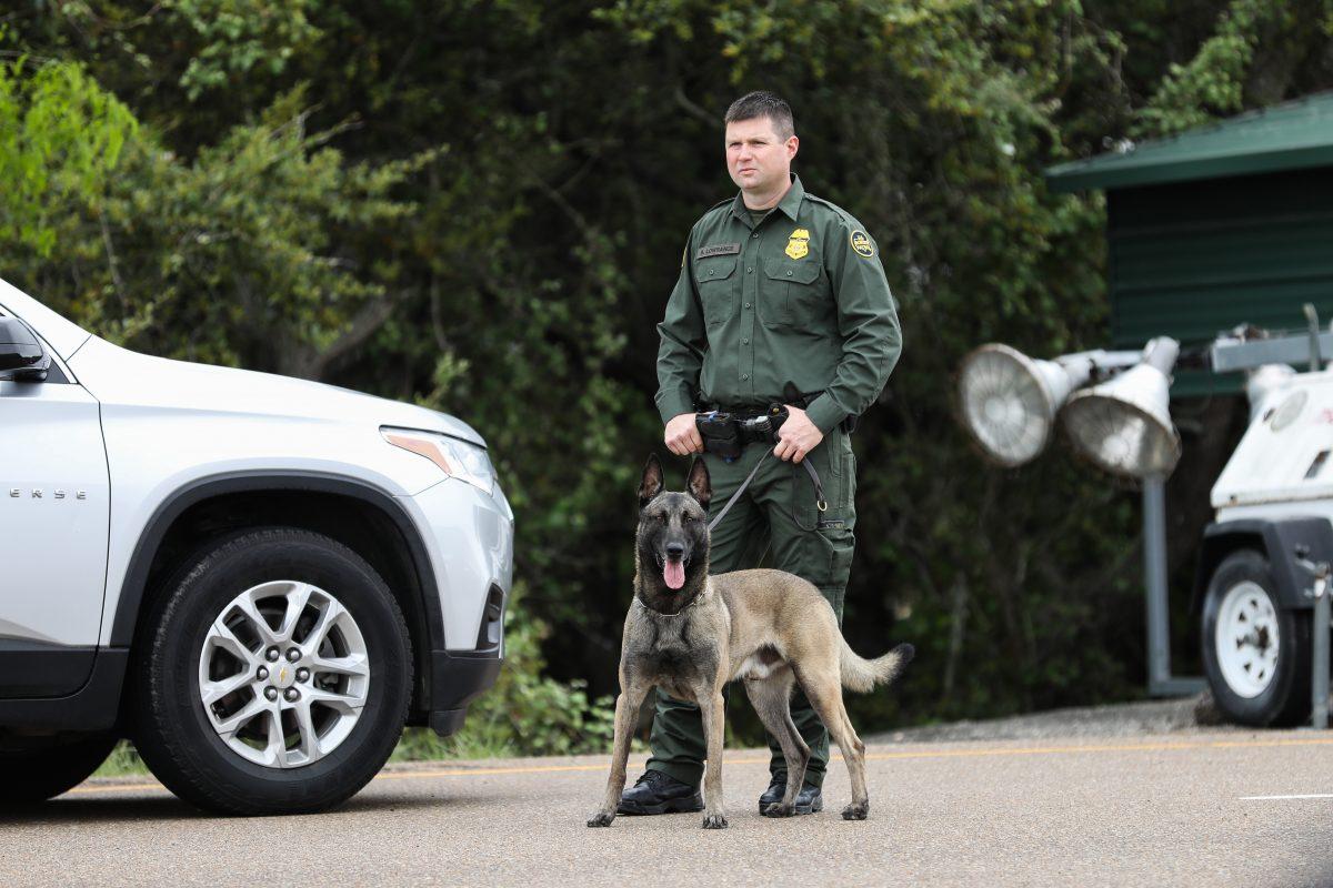 Detienen a 2 soldados estadounidenses por intentar hacer cruzar ilegalmente a inmigrantes