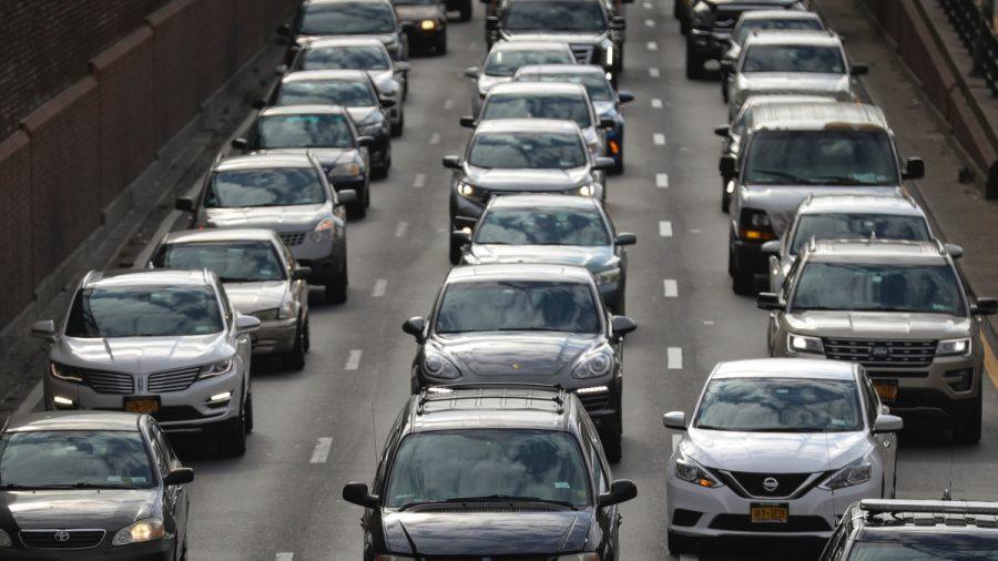 Proyecto de infraestructuras del Senado permite a federales gravar cada milla conducida por americanos