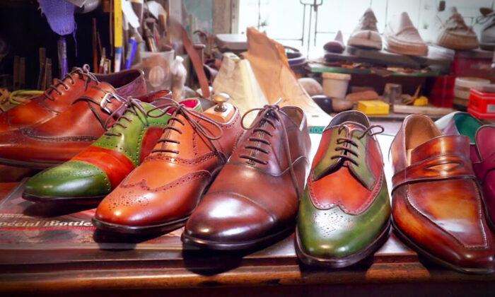 Hombre aprende a hacer excelentes zapatos de cuero a mano y termina vendiéndolos a la realeza