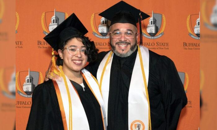 """Hombre de 41 años se gradúa junto a su hija: """"No creía que fuera apto para la universidad"""""""