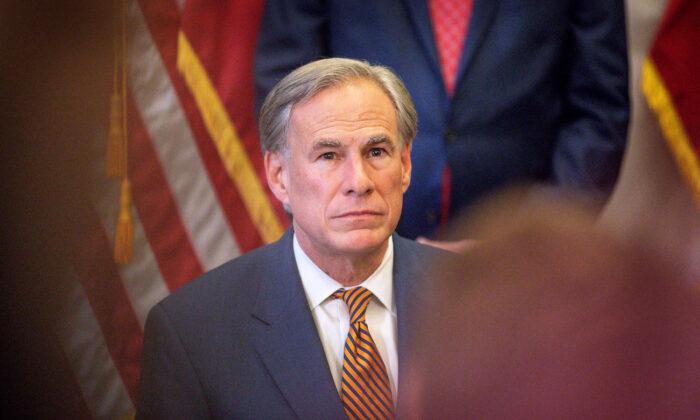 El gobernador de Texas, Greg Abbott, en el Capitolio del Estado de Texas en Austin, Texas, el 8 de junio de 2021. (Montinique Monroe/Getty Images)
