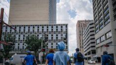 Juez desestima demanda de empleados de hospital en Houston que rechazan vacunarse