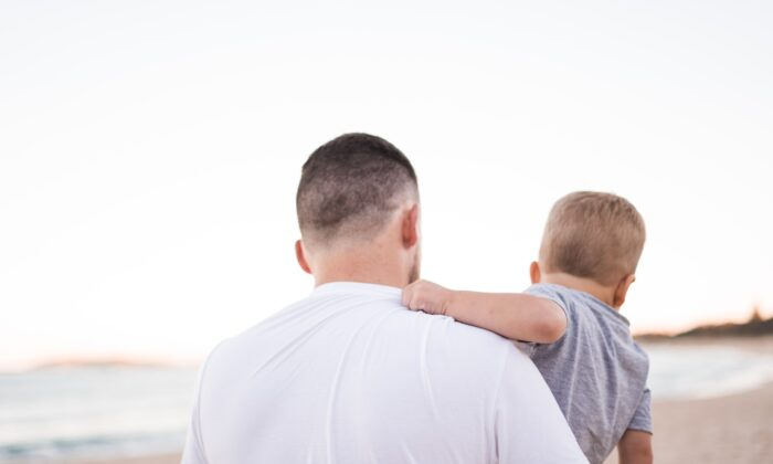Un hombre debe aprender y estar dispuesto a proveer y cuidar a quienes dependen de él. (Kelli McClintock/Unsplash.com)