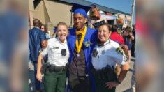 Policía calma a joven que chocó por detrás de su patrulla y asiste a su graduación al día siguiente