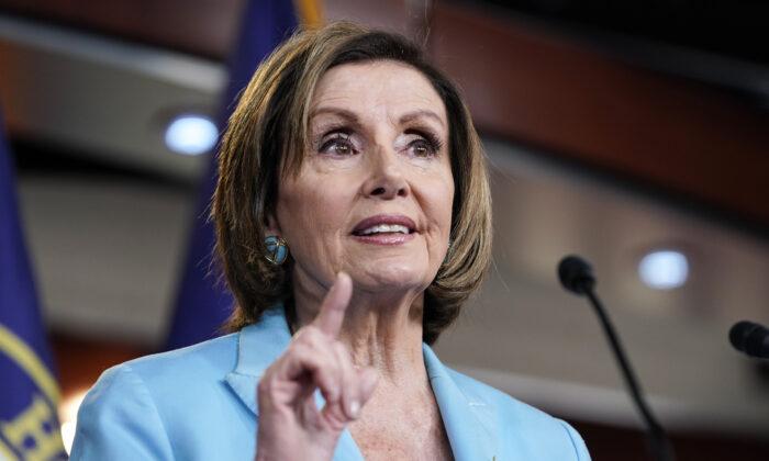 La presidente de la Cámara de Representantes, Nancy Pelosi (D-Calif.), habla durante una conferencia de prensa en Capitol Hill, en Washington, el 17 de junio de 2021. (Joshua Roberts/Getty Images)