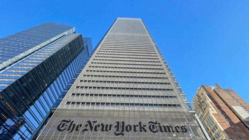 El edificio del New York Times se ve en la ciudad de Nueva York el 4 de febrero de 2021. (Daniel Slim/AFP vía Getty Images)