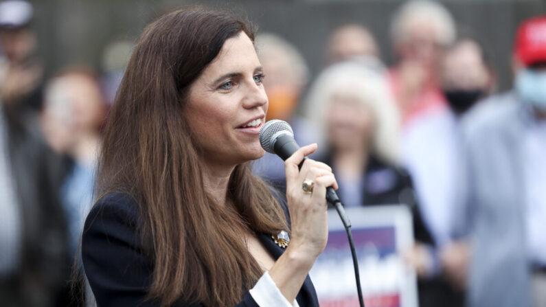 La entonces candidata al Congreso, Nancy Mace, se dirige a una multitud en Charleston, Carolina del Sur, el 31 de octubre de 2020. (Michael Ciaglo/Getty Images)