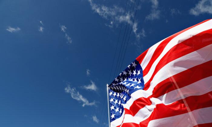 Una bandera de Estados Unidos ondea en Austin, Texas, el 22 de octubre de 2017. (Mark Thompson/Getty Images)
