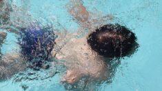 Adolescente de Georgia ve a un niño en el fondo de la piscina, se lanza y le salva la vida