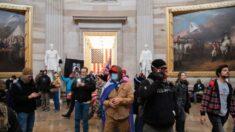 Detienen a 5 miembros de una familia por la irrupción en el Capitolio del 6 de enero