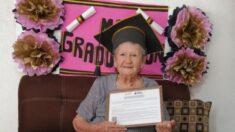 Abuelita mexicana demuestra que no hay límites en la vida y a sus 89 años se gradua de la secundaria