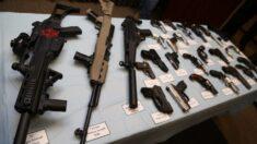 """El DOJ lanza """"fuerzas de ataque"""" en 5 ciudades para combatir el tráfico ilegal de armas"""