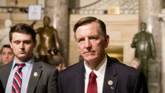 Rep. Paul Gosar patrocina proyecto de ley que prohibiría toda la inmigración en EE.UU. por 10 años