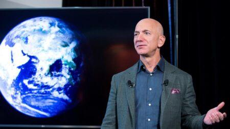 Jeff Bezos deja de ser el CEO de Amazon y le sustituye Andy Jassy