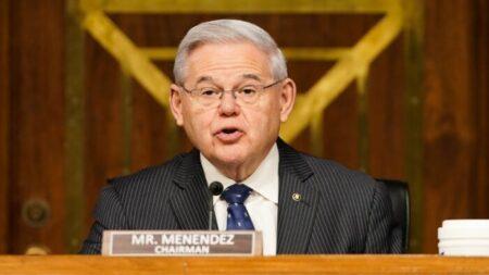 Senador Menendez pide poner fin a los 22 años de persecución a Falun Dafa de parte de Beijing