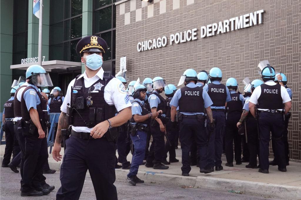 Más policías de Chicago buscan apoyo de salud mental bajo nuevas tensiones