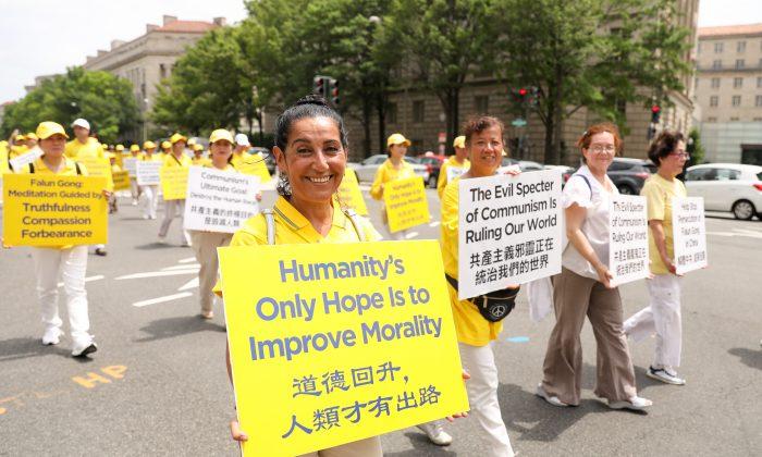 Cansin Goldring viajó desde Melbourne, Australia, para unirse a la marcha de Falun Dafa en Washington, el 20 de junio de 2018. (Samira Bouaou/The Epoch Times)