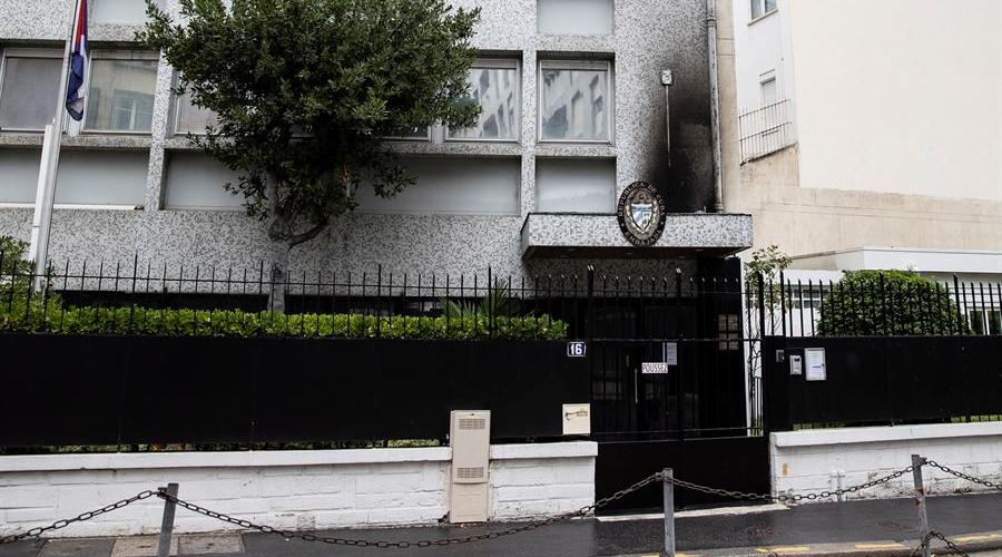 Atacan con cócteles molotov la embajada de Cuba en París