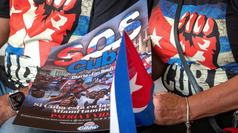Cubano-americanos participan en una manifestación de apoyo a los manifestantes en Cuba, en el Tropical Park de Miami, Florida (EE.UU.). EFE/EPA/Cristobal Herrera-Ulashkevich